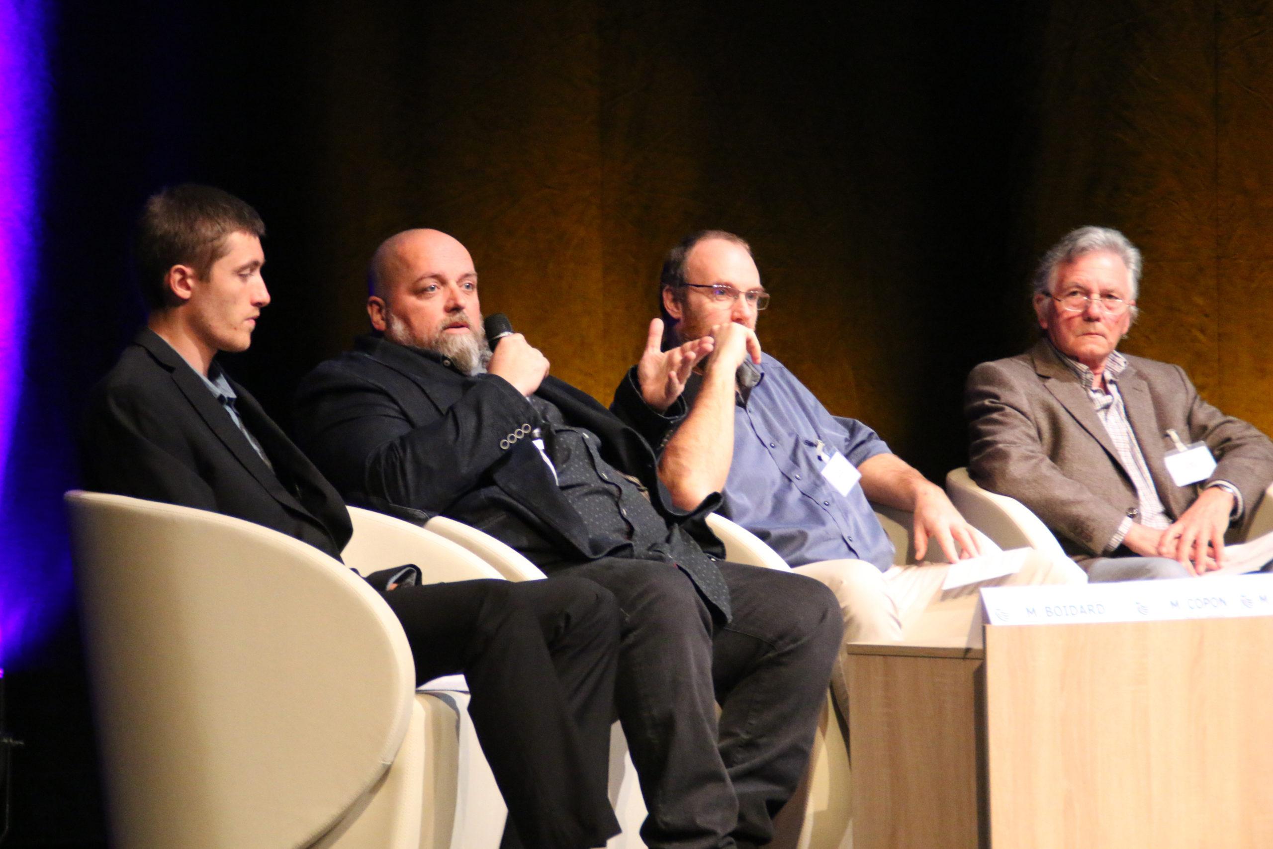Table Ronde. De gauche à droite : Benoit BOIDARD, Eric COPON, Monsieur DUQUENOY Maire de Saint-Pouange et Monsieur WOWK, Maire de BOUILLY